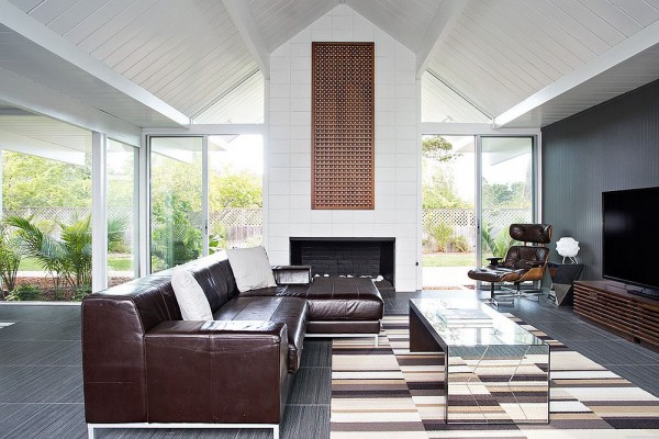Airy-living-room-filled-with-midcentury-goodness-600x400